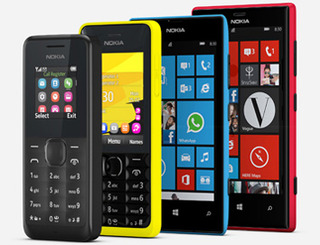 Nokia Lumia 702, Lumia 520, Nokia 301, Nokia 105. (dari kanan kekiri)