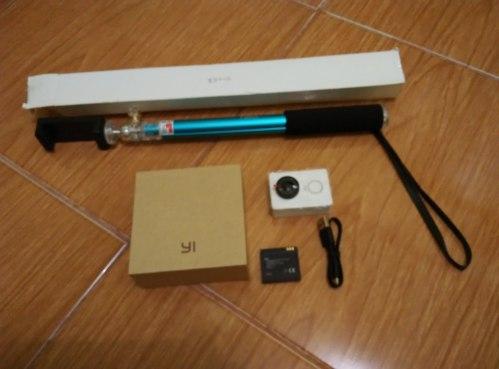 Yi Camera Action dengan Monopod pihak ketiga
