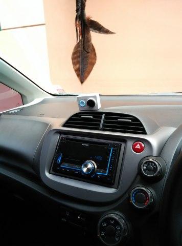 Peletakan Yi Camera Action di dalam mobil